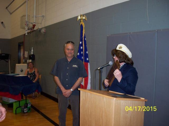 HSC Supervisor Jim Rosetti getting his award from Commander Ransom